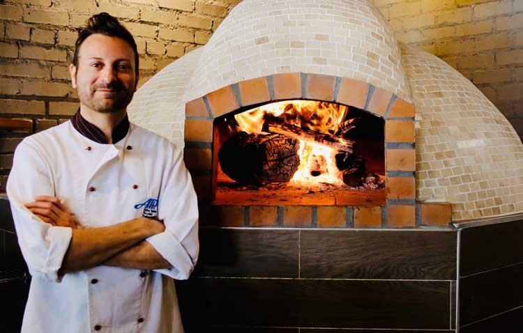 Holzofen - Italienischer Pizzabäcker