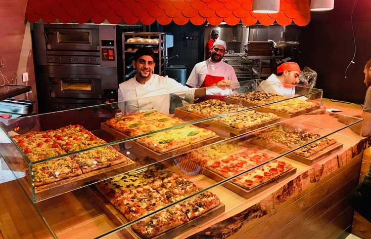Römisch pizza al taglio display
